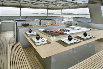 luxury-yacht-bar-bbq