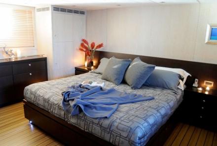 luxury-yacht-cabin